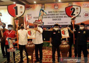 Kedua Paslon Pilwakot Surakarta.Solo usai pengundian nomor urut kampane (Foto:Antaranews)