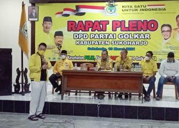 Buka puasa bersama, Plt Ketua LKI DPP Partai Golkar, Henry Indraguna mengunjungi DPD Partai Golkar Sukoharjo (foto Nanang Sapto)